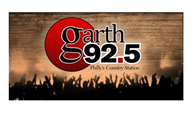 92.5 XTU Changes Station Name in Celebration of Garth Brooks' Dive Bar Tour Stop